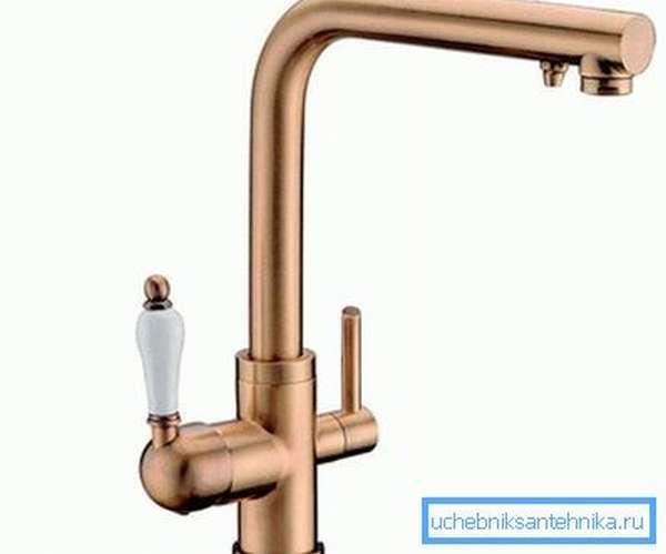 Комбинированное устройство с двойным изливом, и отдельным краном для питьевой воды.
