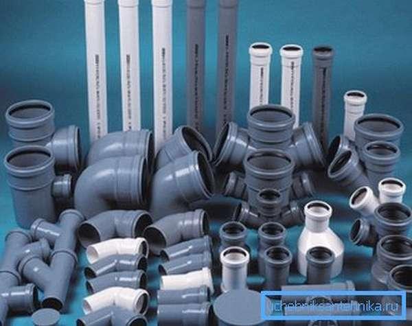 Комплектующие для монтажа системы канализации из полимерных материалов.