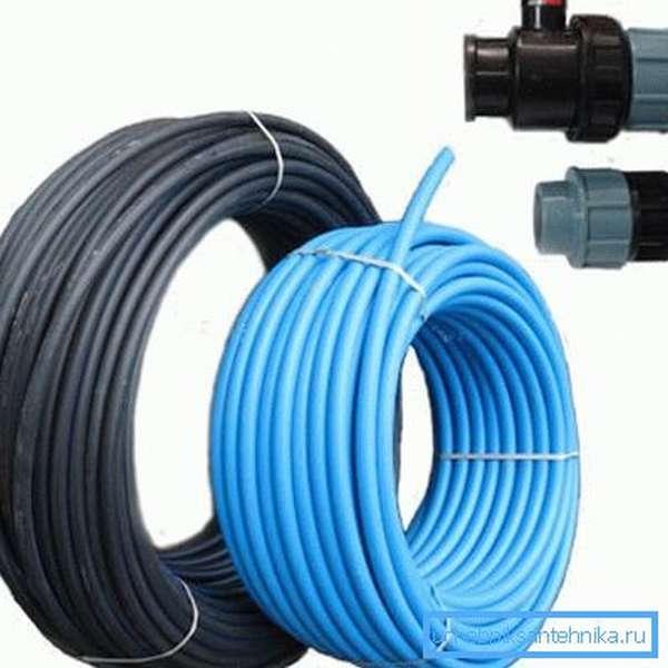 Комплектующие для водопровода на даче – трубы и фитинги из полиэтилена