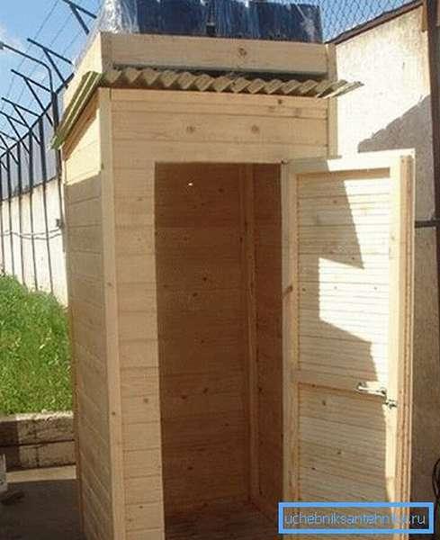 Конструкции из древесины смотрятся намного лучше, но имеют большую стоимость