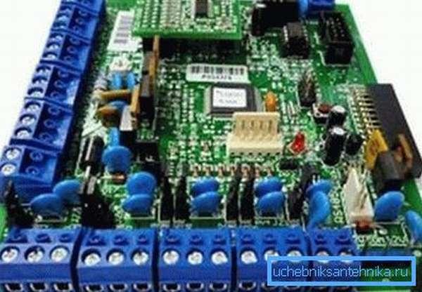 Контроллер собран без использования горячих плат.