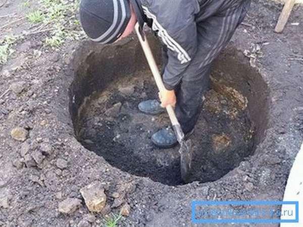 Копка выгребной ямы