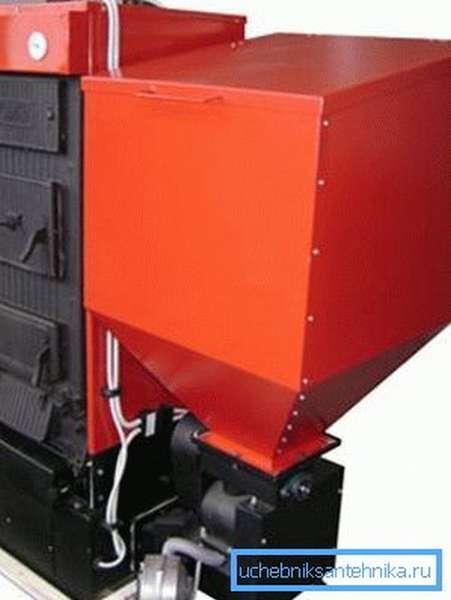 Котел КЧМ может быть оборудован бункером для автоматической подачи пеллет