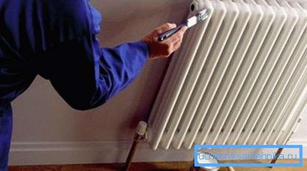 Краска для чугунных радиаторов отопления должна соответствовать определенным параметрам