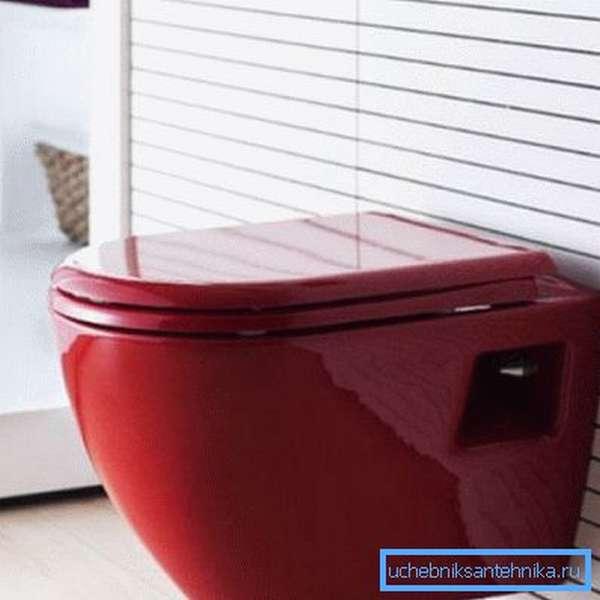 Красный унитаз подвесного типа станет ярким акцентом в любом помещении независимо от его площади