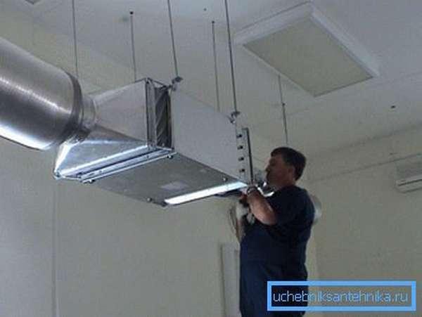 Крепление воздуховодов вентиляции внутри здания