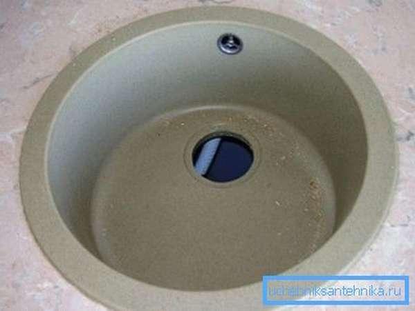Круглая и аккуратная врезная мойка для кухни 40 см диаметром