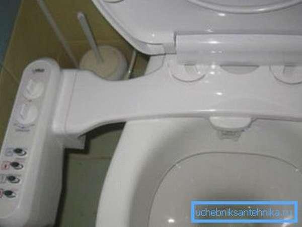 Крышка на унитаз с гигиеническим душем