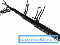 Крючок из проволоки поможет зацепить тряпку в сифоне