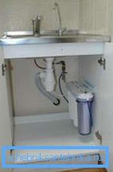 Кухонный кран с фильтром под раковиной