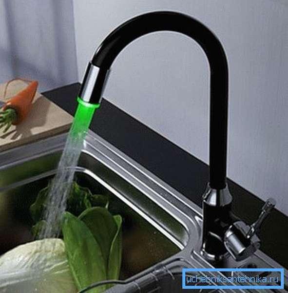 Кухонный смеситель с подсветкой