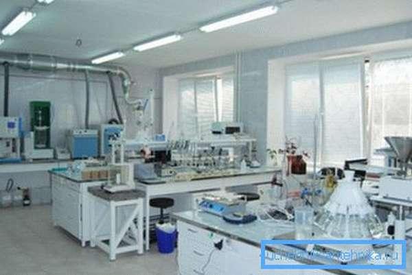 Лаборатория, исследующая качество воды.