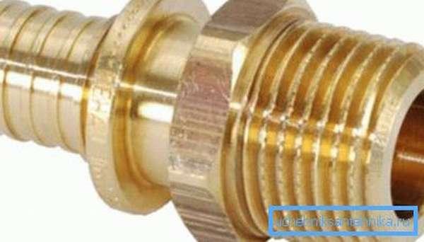 Латунный резьбовой переходник для труб разного диаметра