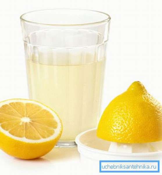 Лимонный сок, растворенный в воде, послужи отличным ароматизатором