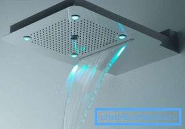 Ливневый душ способствует расслаблению мышц шеи, плечевого сустава и спины.