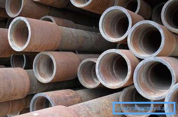 Лучше всего использовать материал, который применялся при бурении скважин, поскольку он обладает повышенной прочностью и толстыми стенками