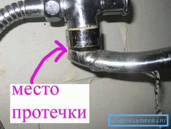 Любительское фото подобного изделия с указанием места утечки воды