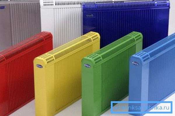 Любительское фото различных радиаторов отопления, которые используются для работы в данной системе