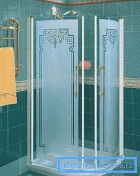 Матовые стекла сооружения с рисунком.