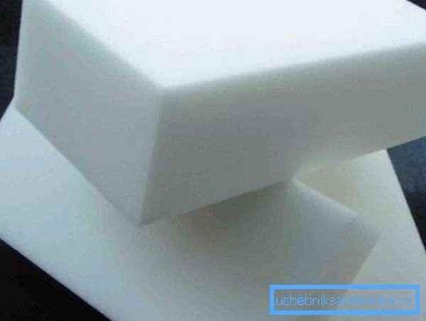 Меламиновые губки не повредят поверхность искусственного камня