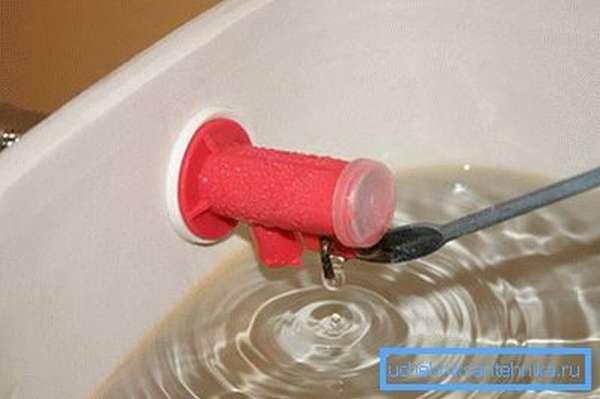 Мембрана пропускает поступающую воду