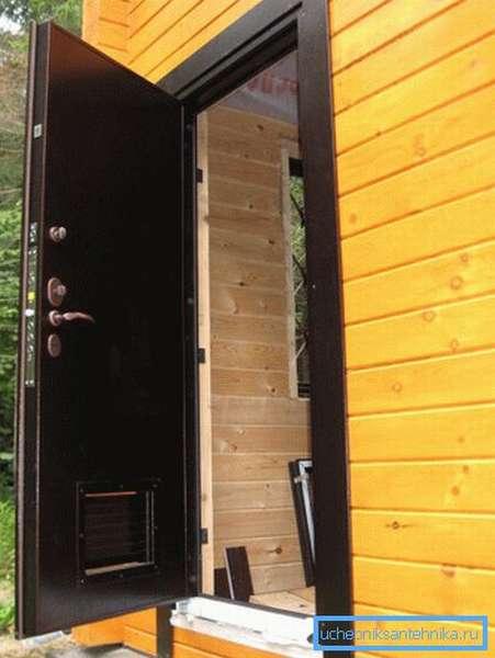 Металлические двери в котельную с вентиляцией