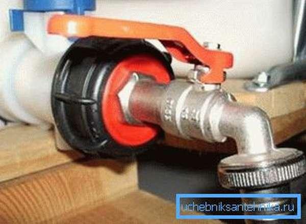 Металлический кран для куба для воды с пластмассовым переходником
