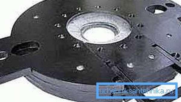 Металлический обтиратор многоразового использования, с установленным в него вкладышем