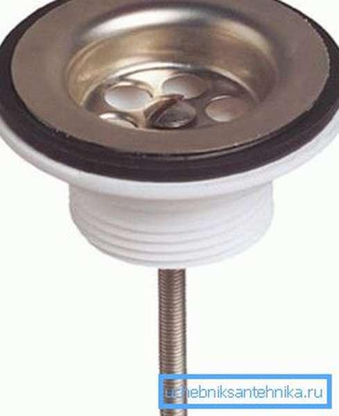 Металлический винт позволяет закрепить слив на раковинах любой толщины