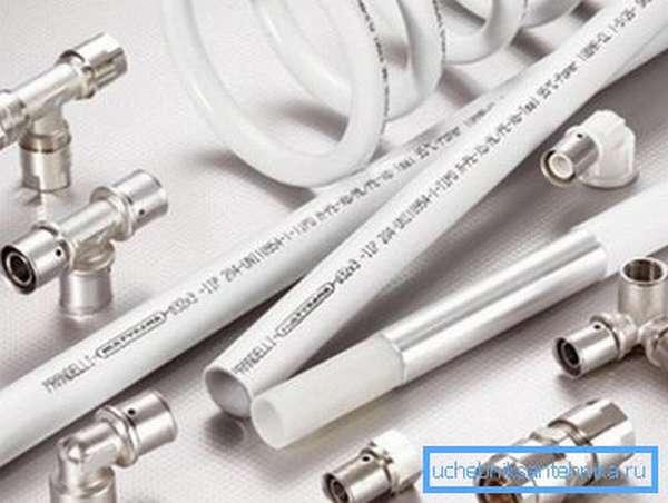 Металлопластиковые трубы практичны и довольно изящны