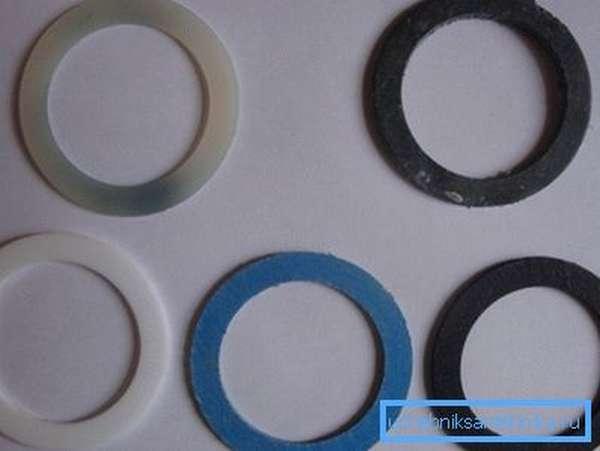 Межсекционные уплотнители для батарей производятся из разных материалов.