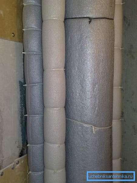 Многие владельцы полностью изолируют трубы, чтобы избежать перепада температур, а вследствие, образования конденсата