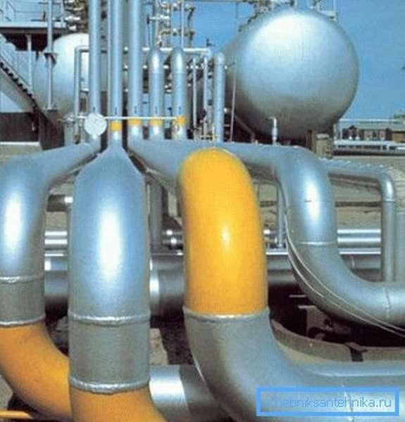 Многие замечали, что природный газ имеет маркировку желтого цвета.