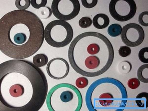 Многообразие прокладок для водяных смесителей.