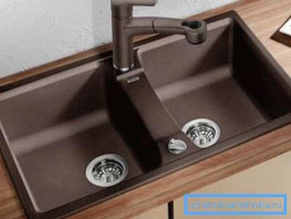 Модель с двумя глубокими ваннами.