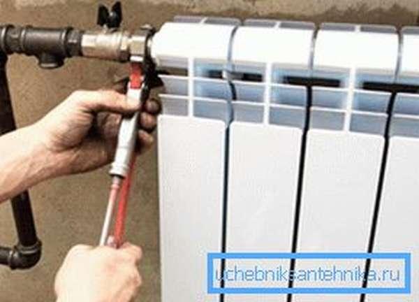 Монтаж алюминиевых радиаторов отопления своими руками во время капитального ремонта