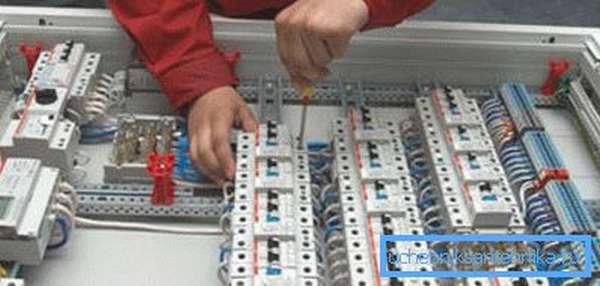 Монтаж автоматики вентиляции лучше доверить специалистам.