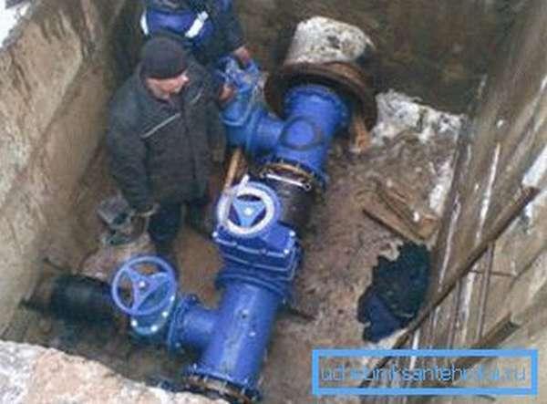 Монтаж наружного водопровода.