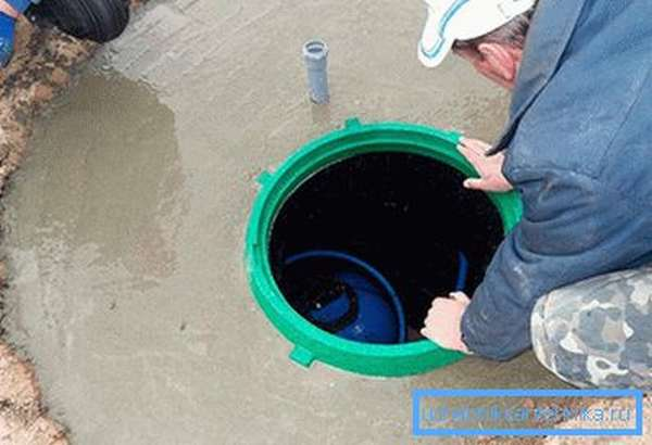 Монтаж оборудования в пластиковый кессон для скважины