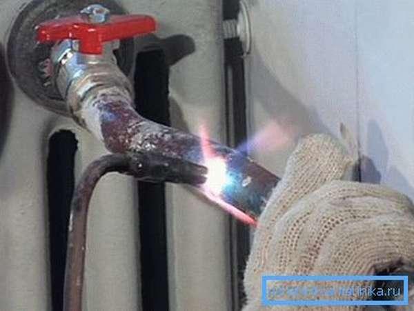 Монтаж стальных труб может производится только с использованием специального оборудования