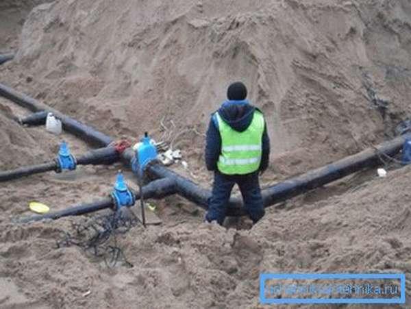 Монтаж трубопровода холодного водоснабжения.