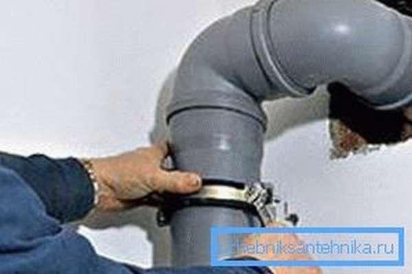Монтаж вентиляционной трубы из пластика
