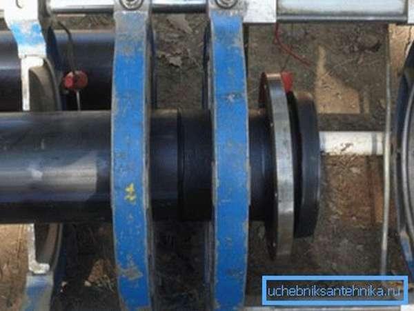 Монтаж водопровода полиэтиленом низкого давления.