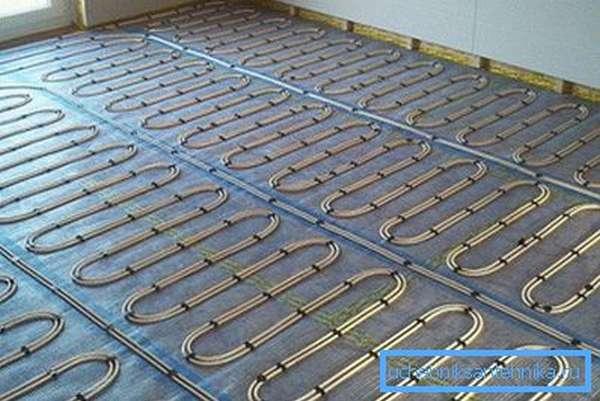 Монтаж водяного теплого пола очень сложен и дорогостоящ