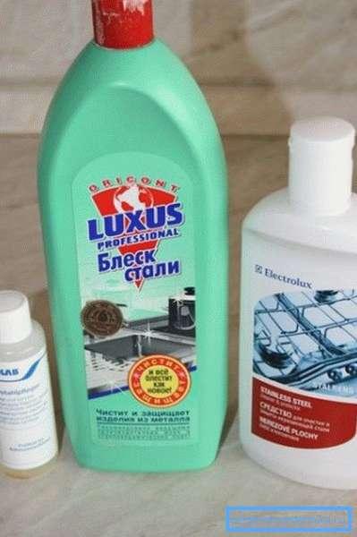 Моющие средства на жидкой и гелевой основе – то, чем мыть раковину из нержавейки лучше всего.