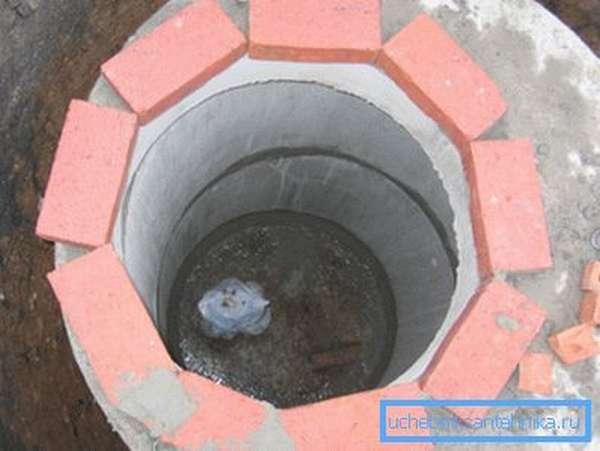 Можно использовать бетонные кольца