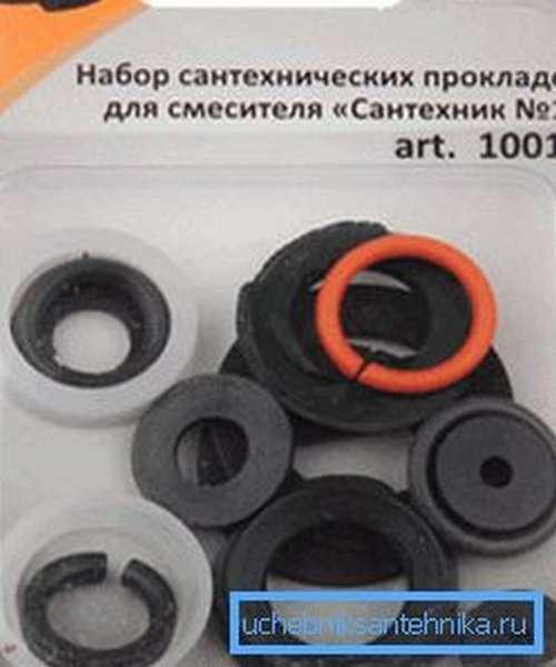 Можно приобрести универсальный набор прокладок, как правило, в таких комплектах есть основные типоразмеры уплотнительных колец