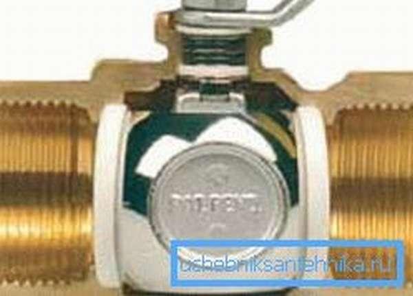 Муфтовый кран с внутренней резьбой
