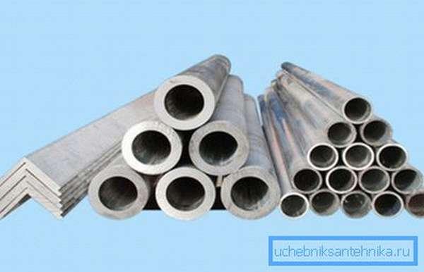 На этом снимке представлена алюминиевая анодированная труба