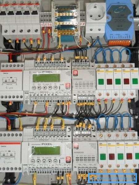 На фото – автоматика приточной вентиляции на 4 установки.